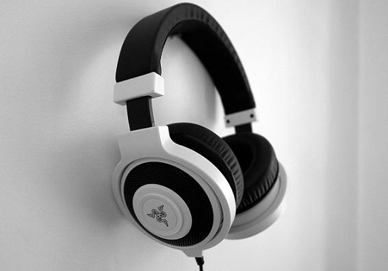 best gaming headphones under 2500